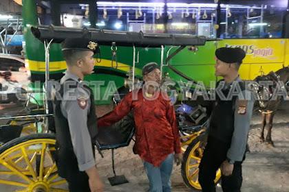 Personel Sabhara Giatkan Patroli Jalan Kaki Cegah Gangguan Kamtibmas Kawasan Malioboro