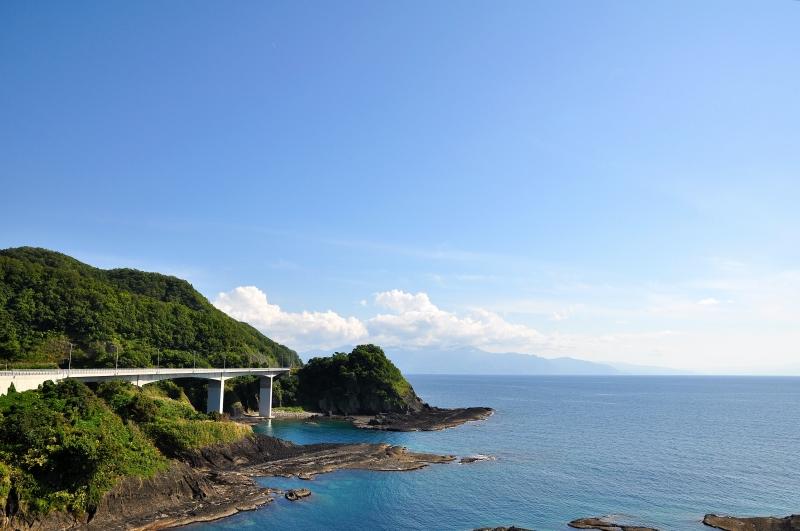 To the places various by car: 北海道 国道229号 神恵内村 (2014.8)