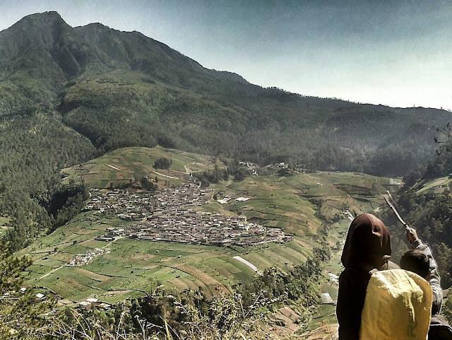 foto cewek naik gunung lawu