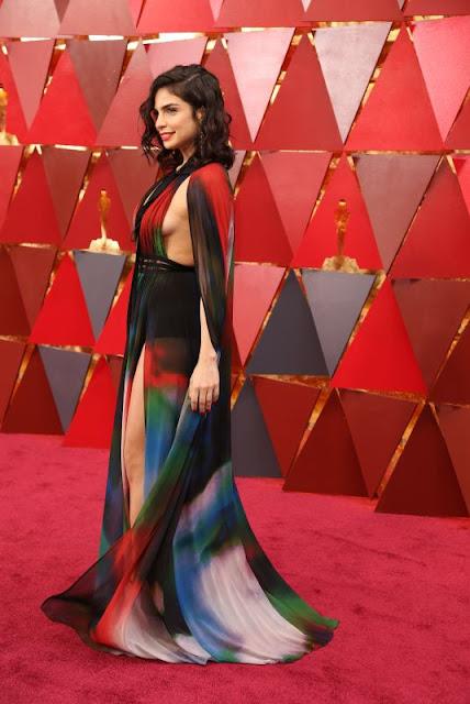 """ريتا حايك بفستان جريء على السجادة الحمراء خلال """" Oscar 2018 """""""
