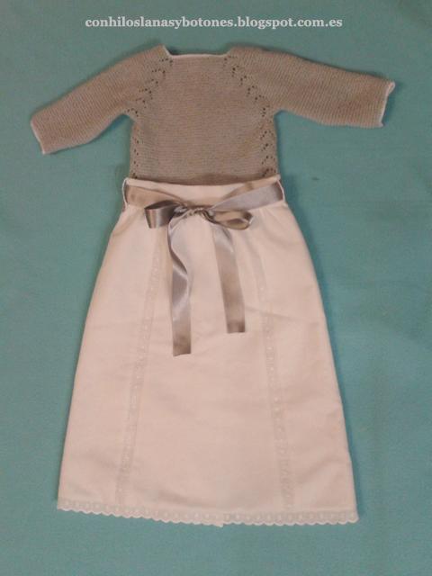 Con hilos, lanas y botones: Jubón gris primera puesta con faldón