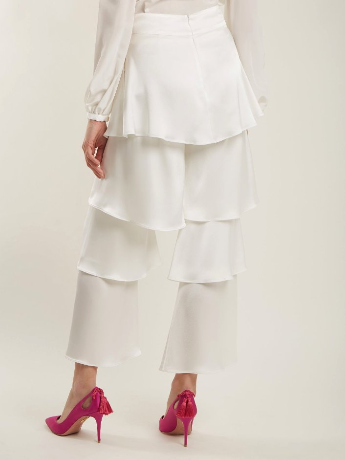 Layered White Satin Trousers With Wide Legs and Pink Pumps
