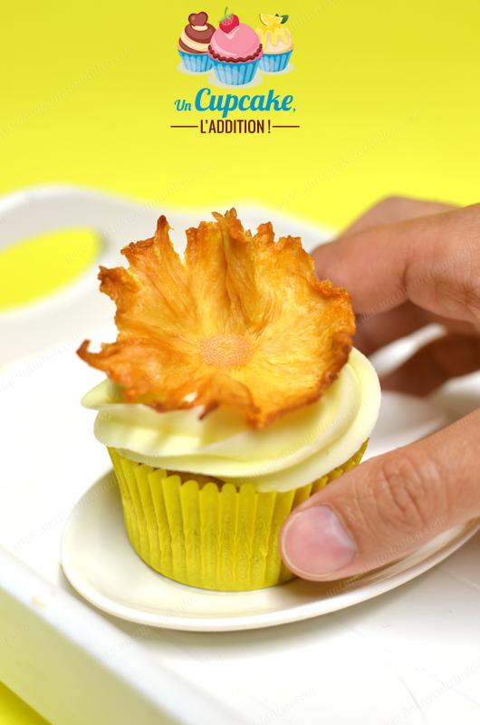 """Cupcakes """"Hummingbird"""" : à base de banane et d'ananas, recouverts d'un glaçage au cream cheese crémeux, ce Cupcake est tellement doux que ces petits oiseaux ne pourraient s'empêcher de le butiner !"""