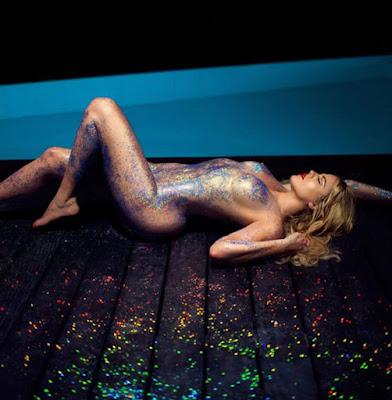 Khloe Kardashian Nude Glitter