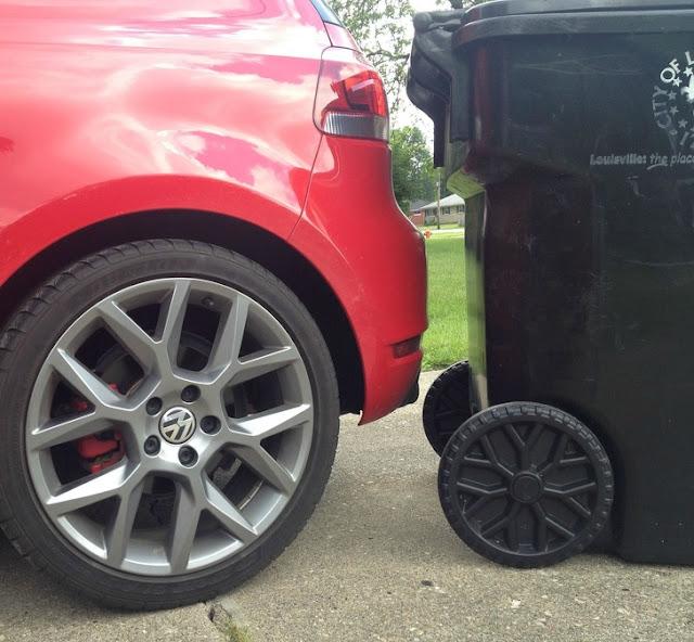Meu carro tem rodas parecidas com a da lata de lixo