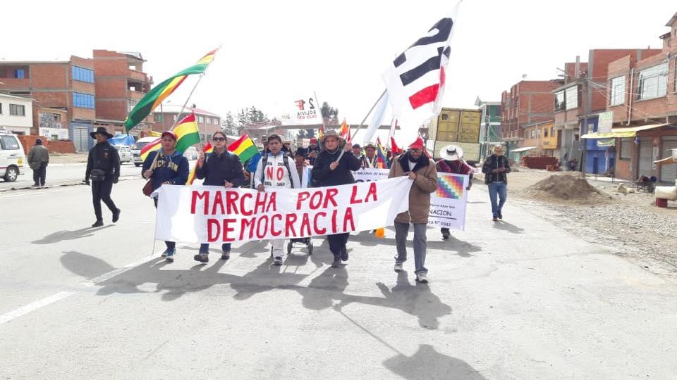 300 personas partieron el sábado desde Konani hasta Sica Sica y hoy llegaron a Patacamaya / FACEBOOK SOS BOLIVIA
