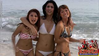 Tyas Mirasih pake bikini hot