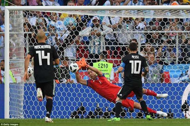 Siêu sao World Cup: Messi thảm họa thế nào so với Ronaldo? 1