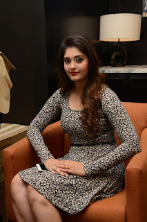 Surabhi at vivo phone launch 005