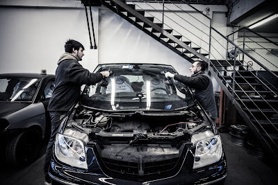 Noi carrozzieri siamo esperti nella sostituzione e riparazione dei cristalli!
