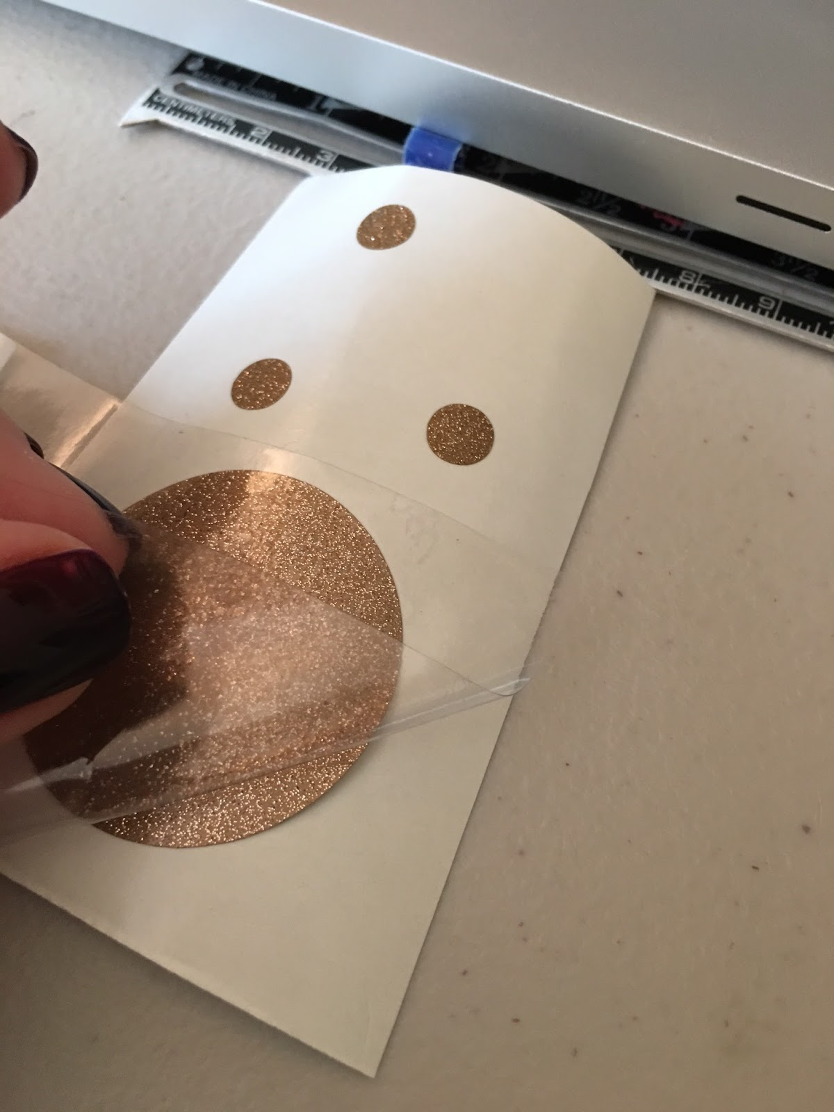 Arteza Heat Transfer Vinyl Trick To Picking Up Vinyl When It Won T Stick To The Transfer Tape