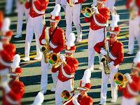 Perbedaan antara Marchingband dan Drumband