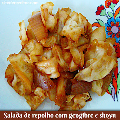 Salada de repolho com gengibre e shoyu