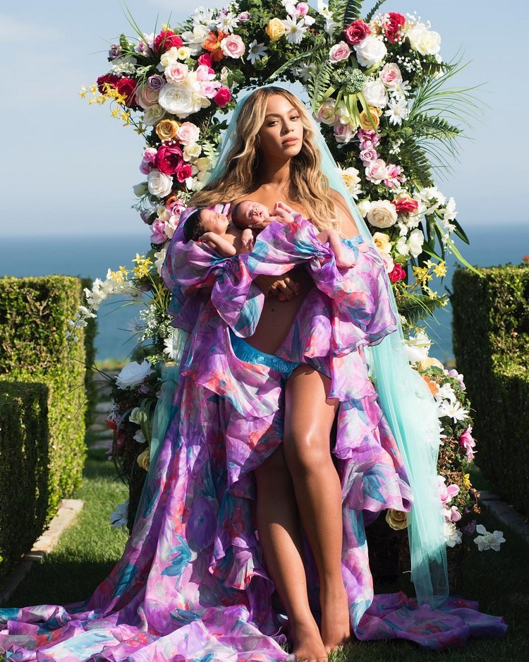 Half-naked Beyonce first showed twins