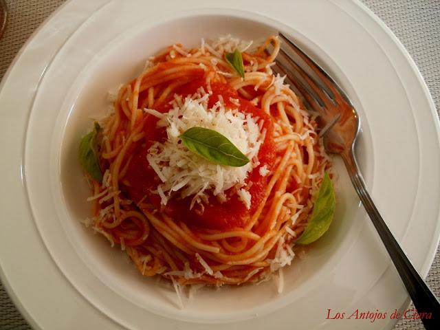Salsa de tomate básica o tomate frito