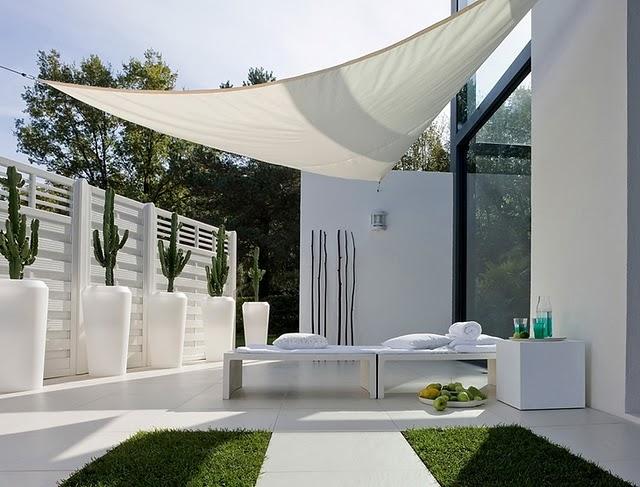 Dom nguez arquitectos paisajismo y jardines minimalistas for Muebles para patios interiores