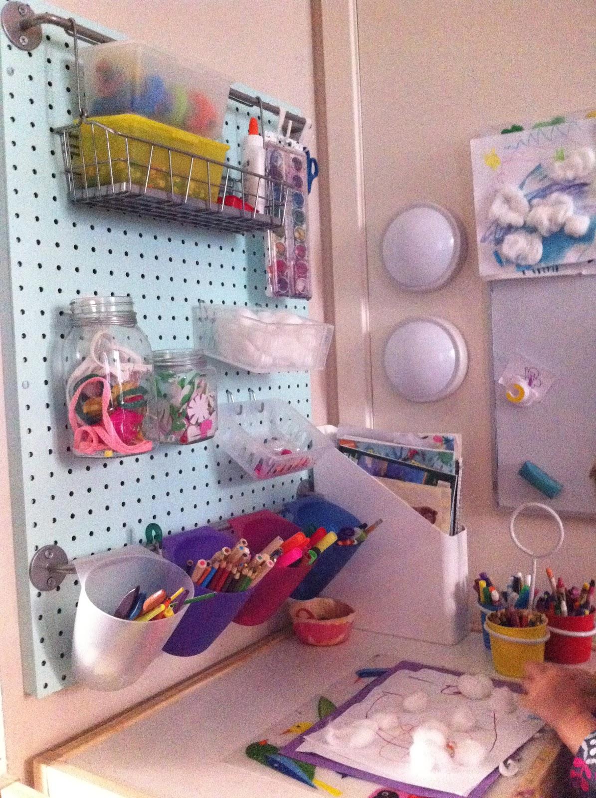 LifeWithDaugs: DIY Pegboard Craft Center