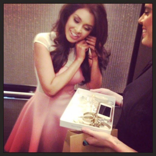 and then cinderella was told to return her baubles...in the lift! while in la at this moment, im certain the reverse action is happening in the lift of the beverly wilshire ,. oscar night ,, Hot HD Pics Of Lisa Ray From USA
