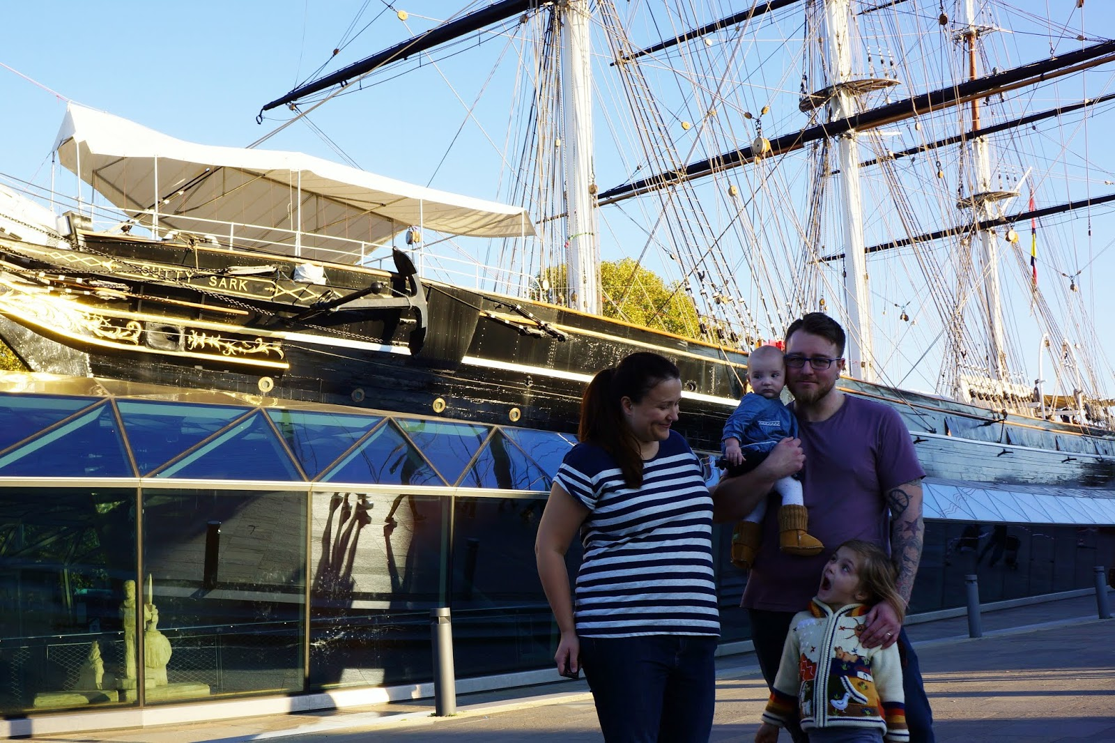 family in front of cutty sark