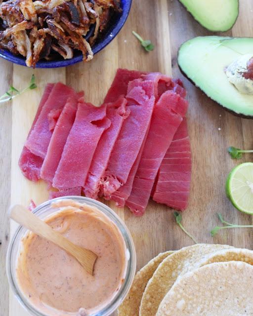 Tostadas de atún fresco
