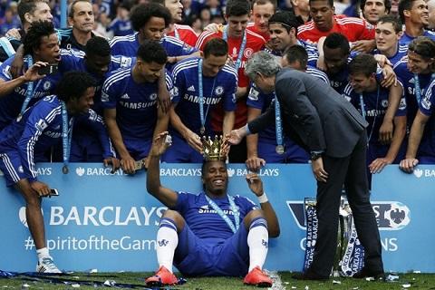 """HLV Jose Mourinho đã tạo nên một tập thể """"bất khả chiến bại"""" khác của The Blues"""