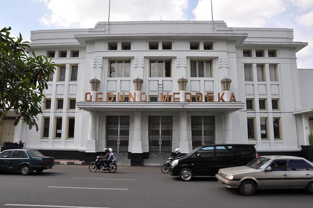 3. Gedung Merdeka, Bandung