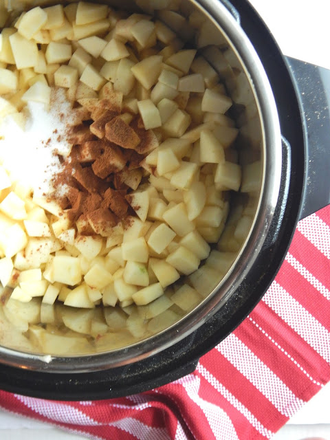 Instant Pot Cinnamon Applesauce...let the Instant Pot do the work!  Homemade cinnamon applesauce comes together in under 30 minutes - start to finish.  Sweet applesauce is the perfect Fall snack! (sweetandsavoryfood.com)