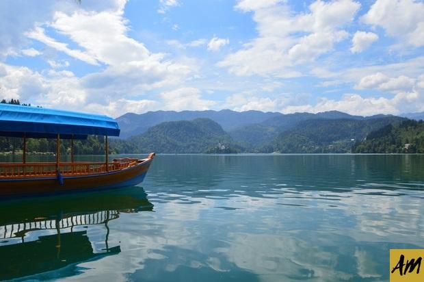 La embarcación típica de la zona, Pletne