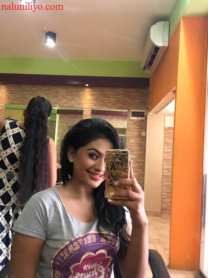 Piumi Hansamali sexy new selfies
