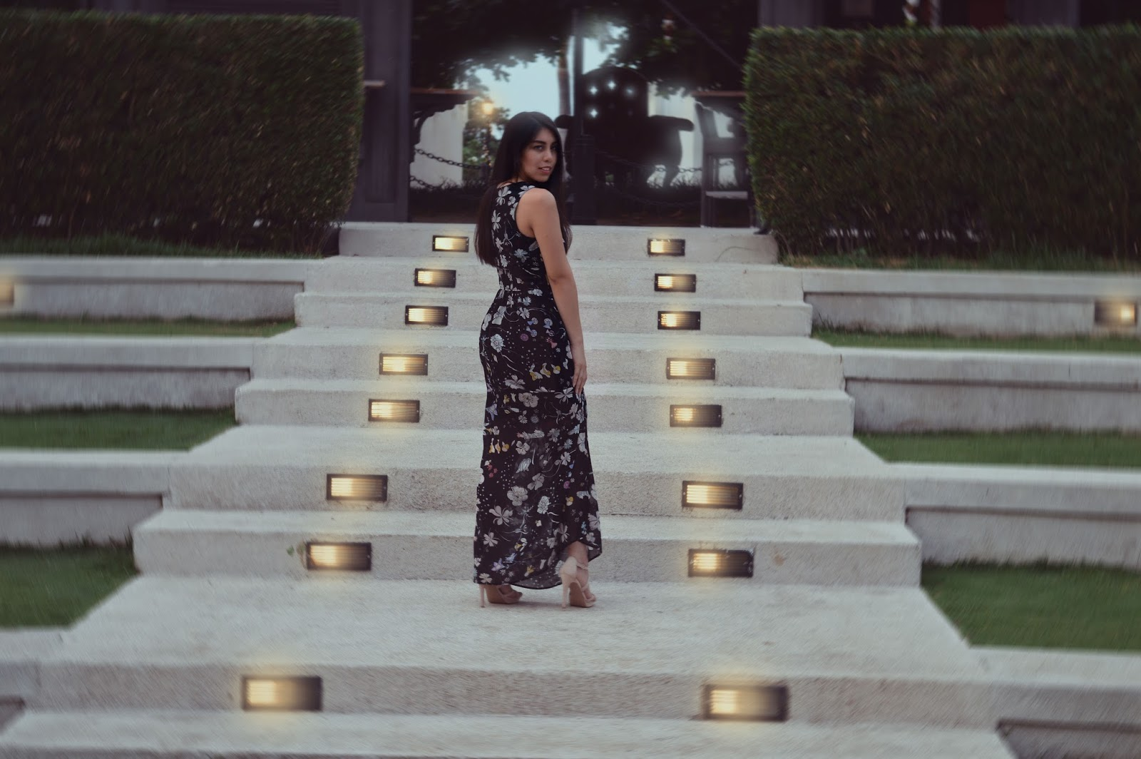 silvia-armas-back-at-it-again-black-floral-maxi-dress-maxidress-style-fashion-blogger-ecuador