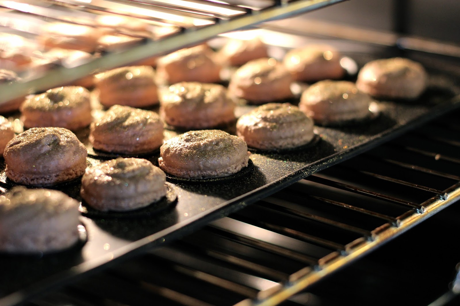 Making macarons at home in oven