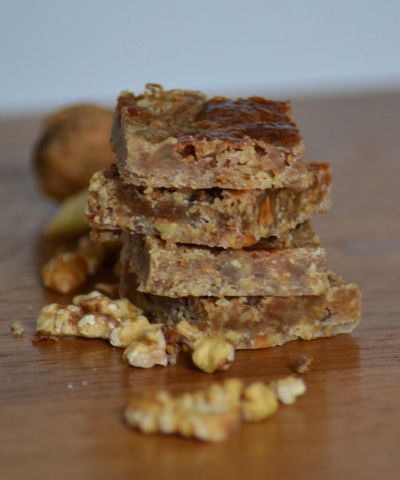 Zelfgemaakte noten boterkoek