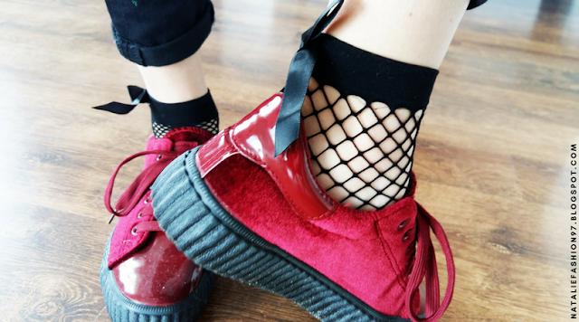 https://www.zaful.com/fish-mesh-side-bowknot-embellished-ankle-socks-p_285011.html?lkid=11379897
