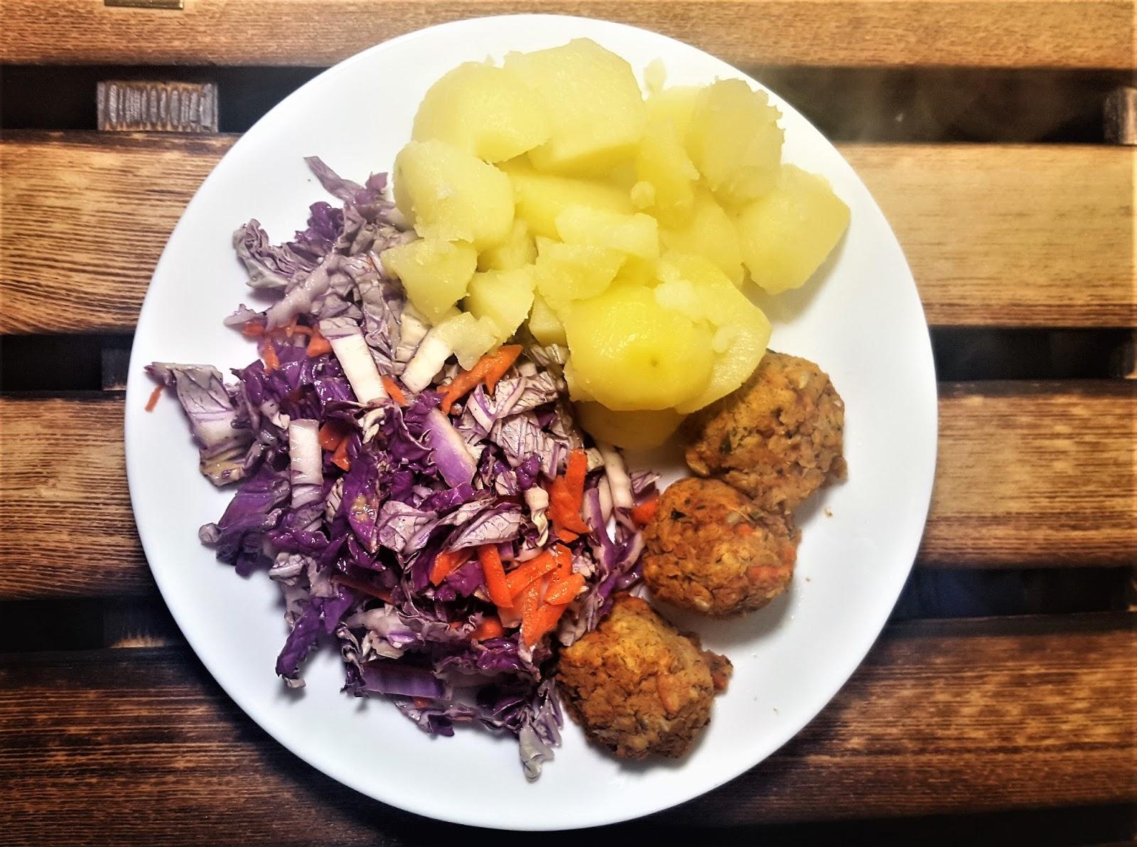 Dwa szybkie i dietetyczne dania - zupa z groszku i jarmużu oraz kotleciki z soczewicy