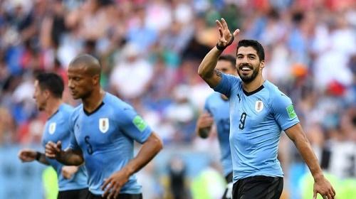 Suarez đi vào lịch sử bóng đá Uruguay