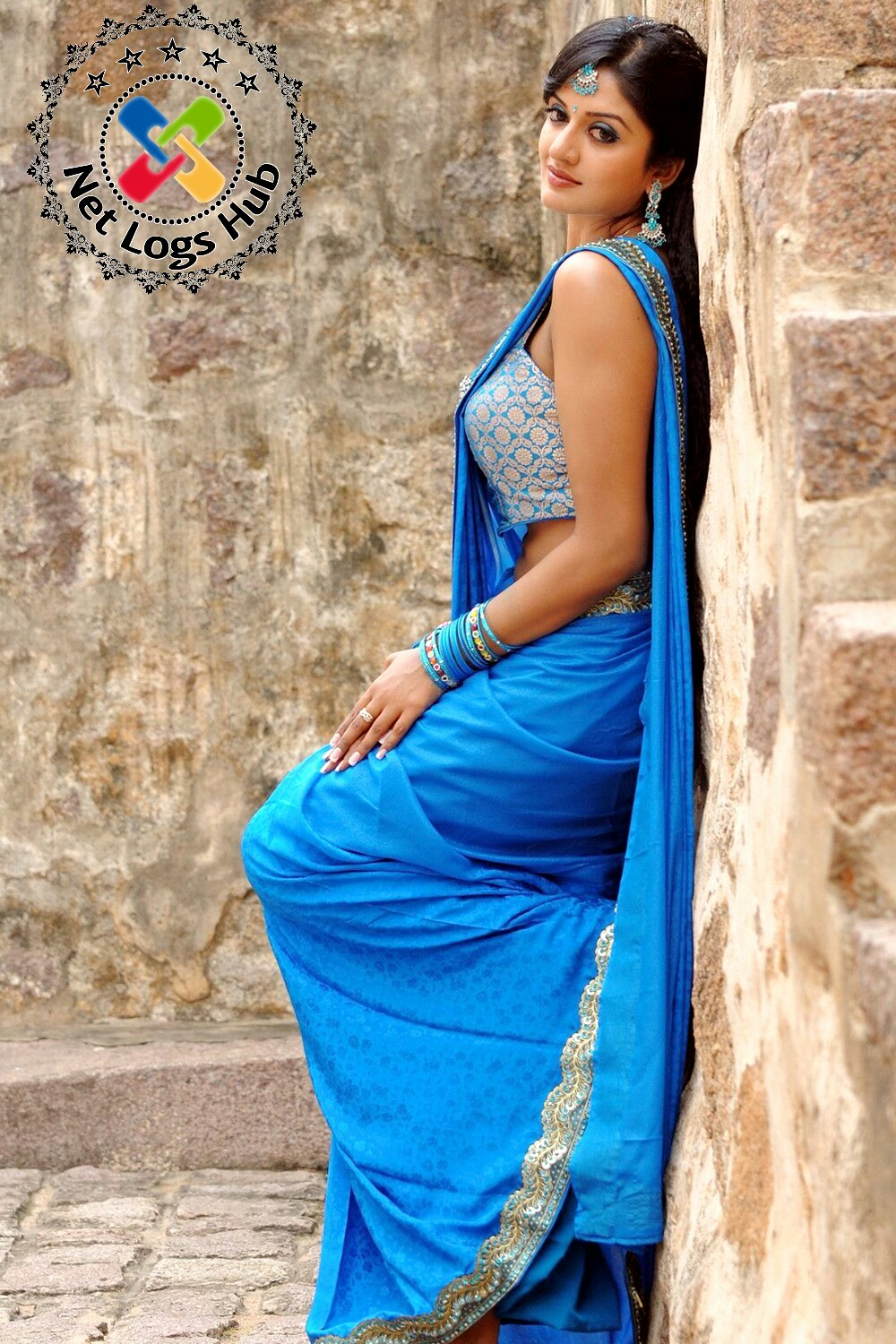 Beautiful Malayalam Heroine Vimala Raman Spicy Hot Side View Boobs and Navel Gallery in Sexy Blue Saree - NetLogsHub