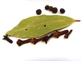 Cara menghilangkan ketombe daun salam