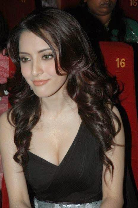 Meenakshi Photo Gallery with no Watermarks, Actress Meenakshi Hot Photo Gallery in Black Dress