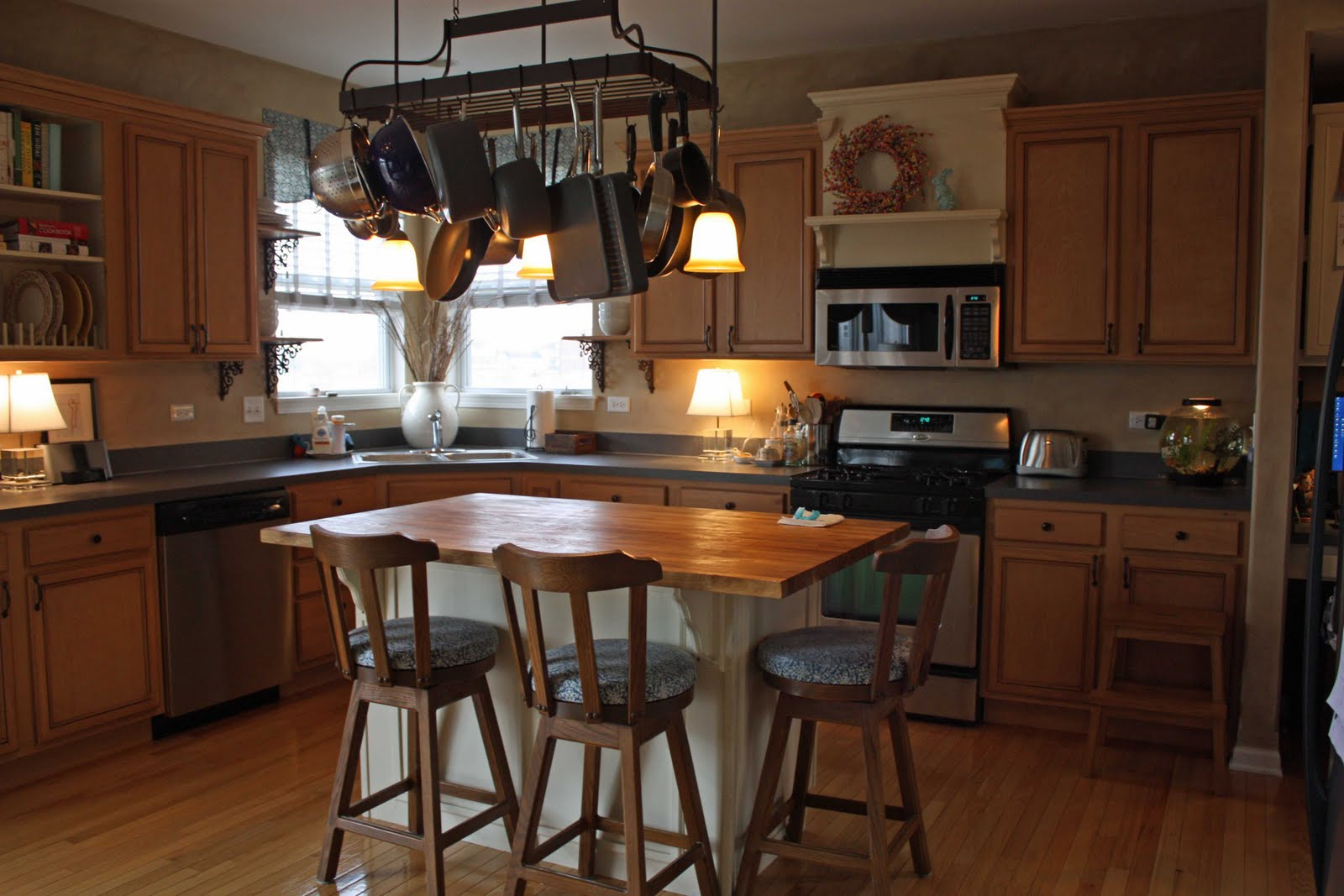 Transforming Home....: How To Add Crown Molding To Kitchen
