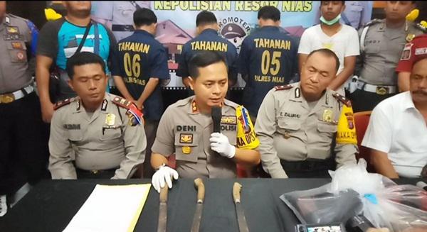 Kapolres Nias AKBP Deni Kurniawan saat temu pers kasus pembunuhan kades.