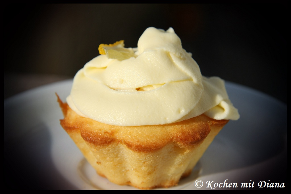 how to make lemon cupcakes with cream cheese frosting