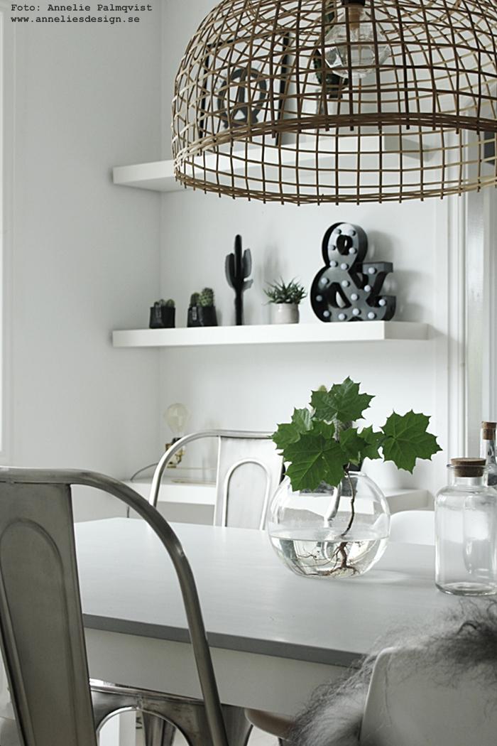 bokstavslampa, bokstavslampor, rea, webbutik, webbutiker, webshop, inredning, matsal, matgrupp, matbord, stolar, fårskinn, kaktus, 3D, kaktusar, prydnad, inredningsdetaljer, inredningsdetalj, annelies design, annelie palmqvist, bordslampa, bordslampor, lampa, lampor, ansikte kruka, krukor, svart och vitt, svartvit, svartvita, hylla, hyllor, hyllan, grönt, växt, växter,