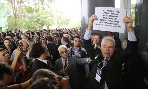 Ações garantem auxílio-moradia a juízes no Brasil há quase quarenta anos