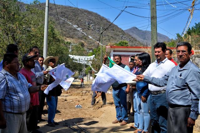 Inician pavimentación de la calle Mariano Matamoros en Tlaxmalac