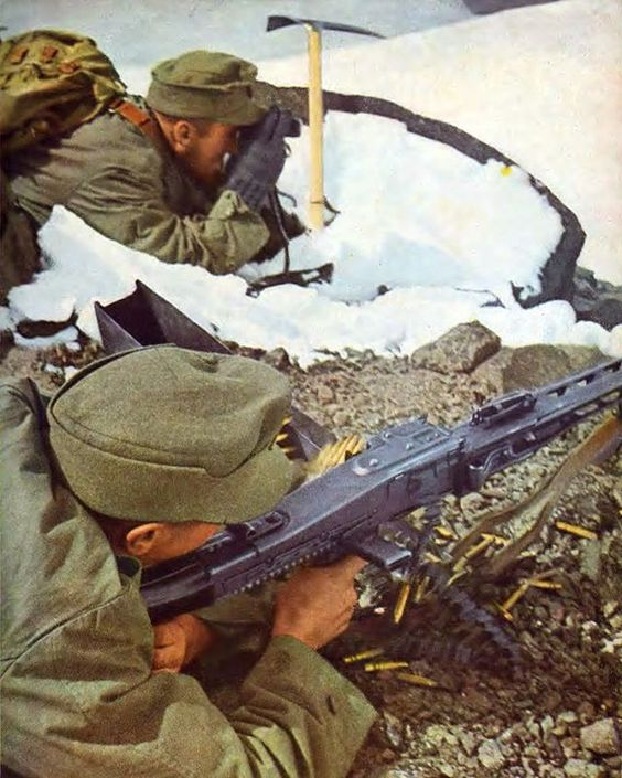 MG-42 mountain troops Color Photos World War II worldwartwo.filminspector.com