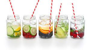 Toma infusiones fruta natural