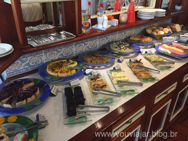 Café da manhã com inspiração germânica do Hotel Pousada Blumenberg