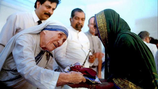 """Canonización de la madre Teresa: ¿por qué se convierte en santa """"la madre de los pobres""""?"""