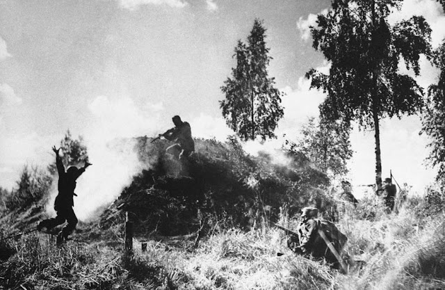 Finnish soldiers attacking a Soviet bunker, 10 August 1941 worldwartwo.filminspector.com
