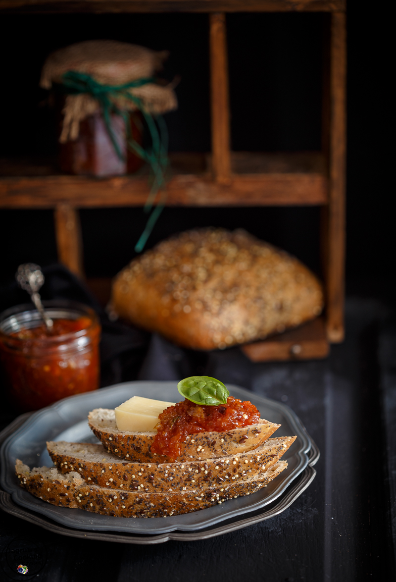 Easy recipe of Apricot, Sweet Pepper and Thyme Chutney